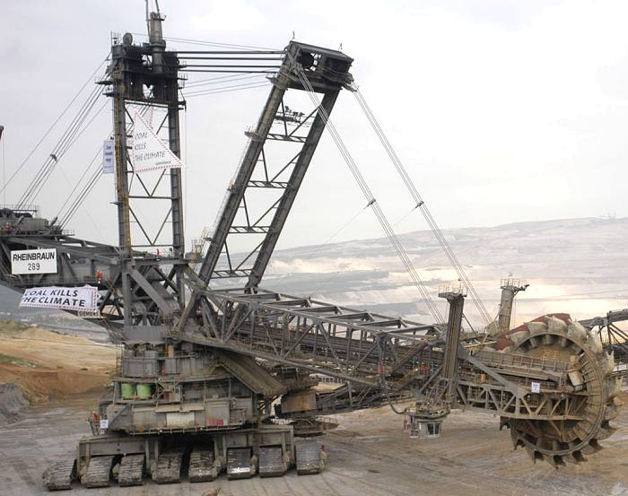 The Bagger 288 The Largest Land Vehicle First Africa Guide